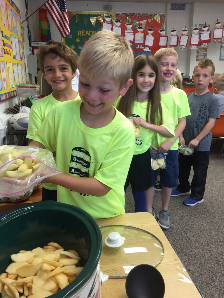 Second grade enjoyed making homemade apple sauce today!  It was delish!  🍎 🍏 🍎