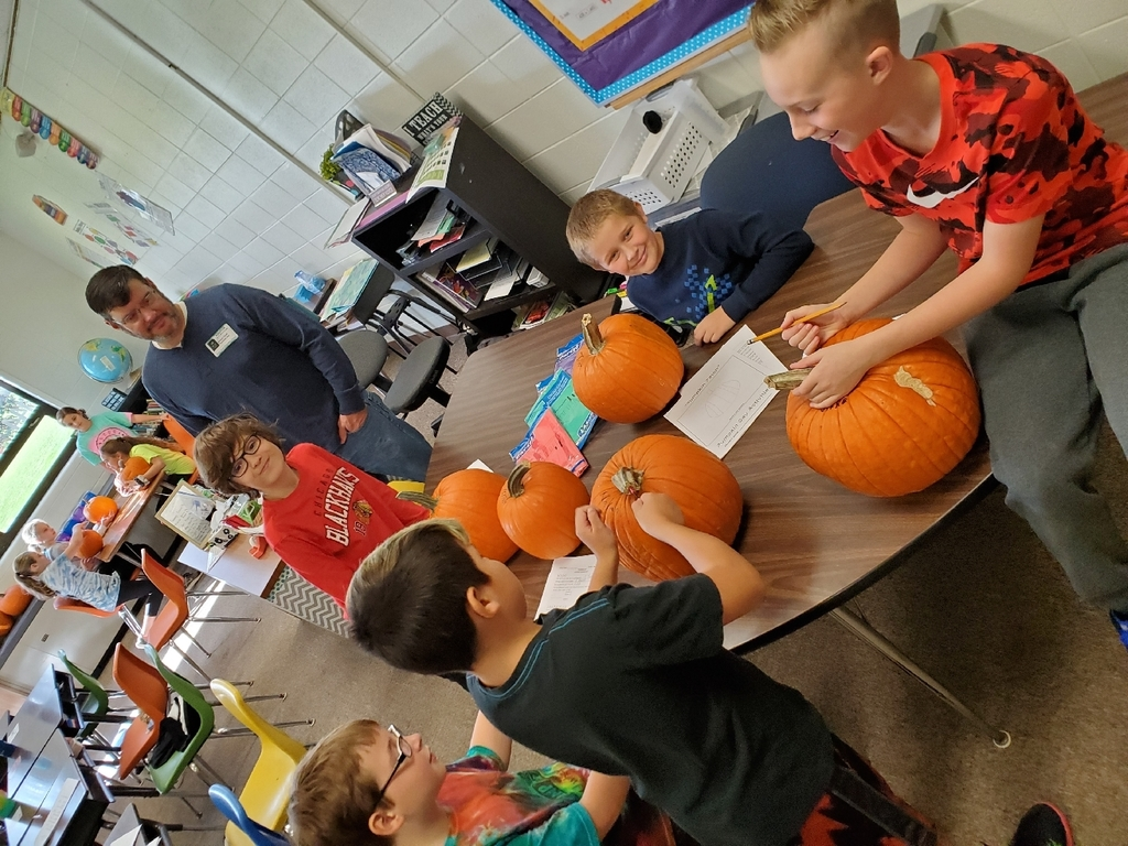 5th graders having a blast on Pumpkin Day! 🎃