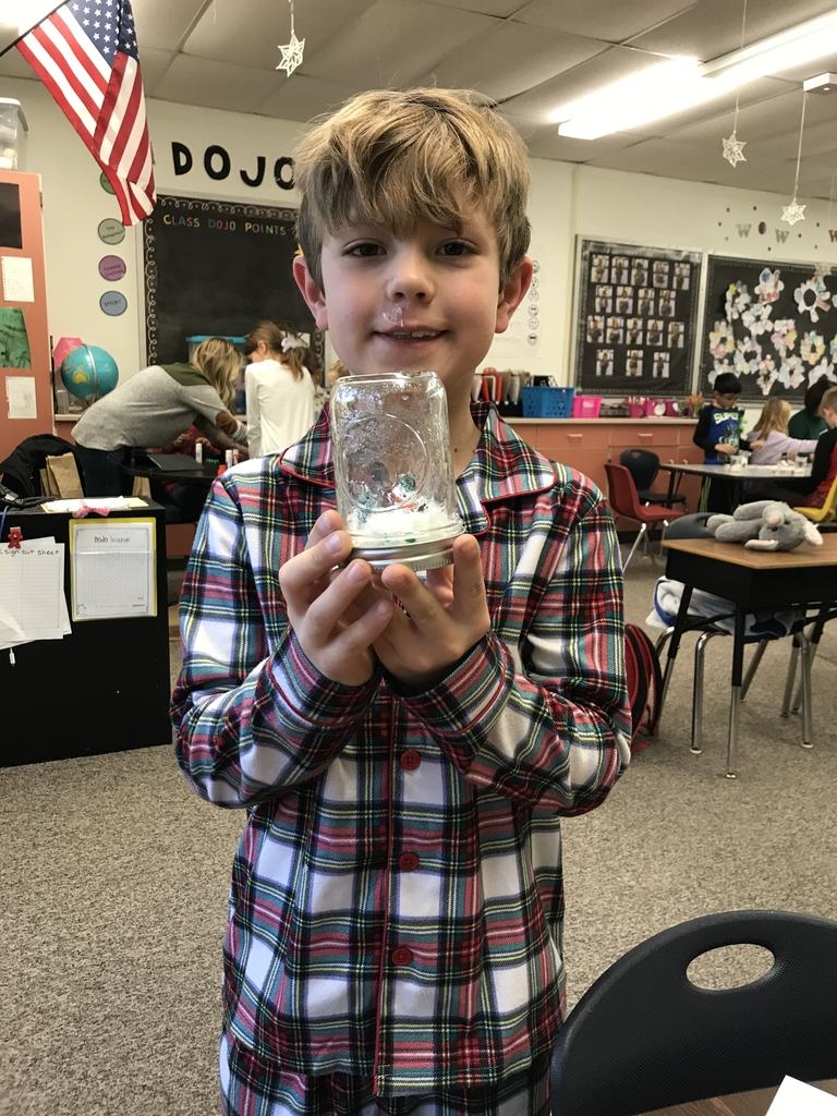 Making snow globes⛄️❄️